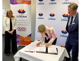 QSBC, Minister Farmer and Mayor Power at the signing of the Small Business Friendly Council charter