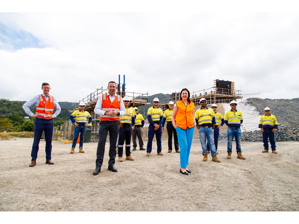 Minister Bailey, Minister Crawford and Premier Annastacia Palaszczuk with crews at the Smithfield Bypass project