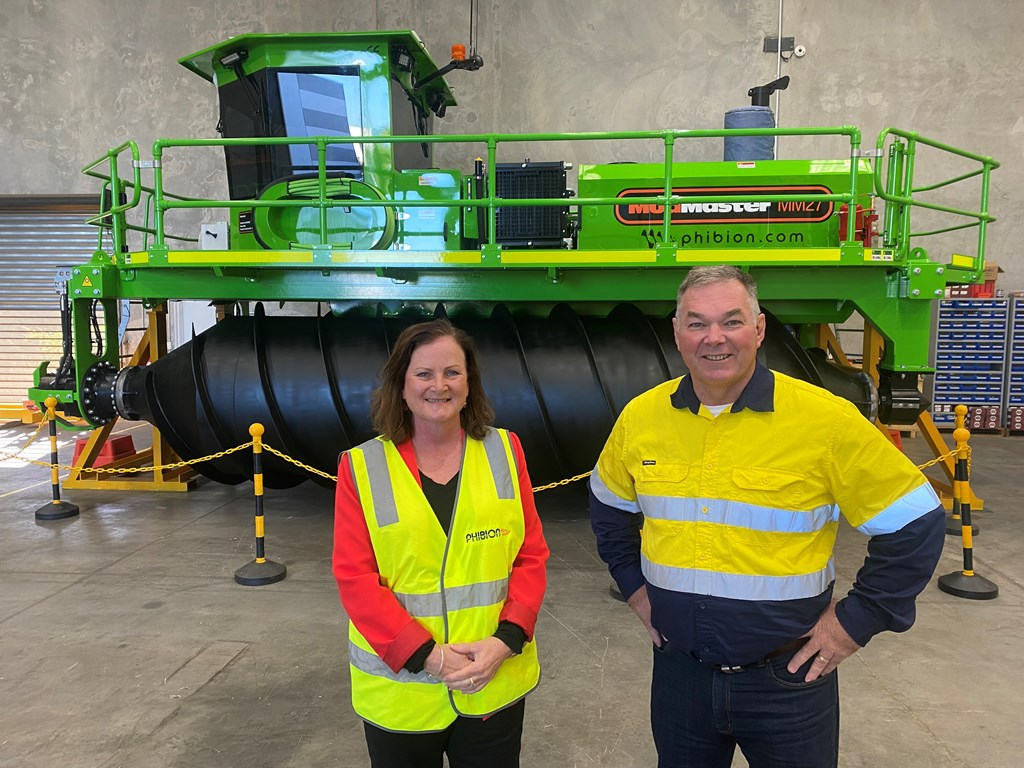 Member for Lytton Joan Pease and Minister for Resources Scott Stewart touring Phibion's Lytton site